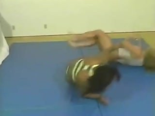Tania vs Giovanna fbb wrestling part 1