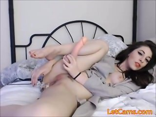 Beautiful girl who love sextoys show in webcam