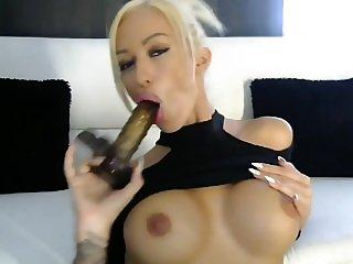 Blondes girl gibt eine Wichsanleitung