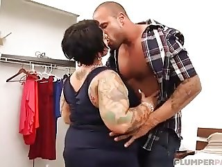Big Booty Plumper MILF Erika Xstacy gets Bent Over Bed and F