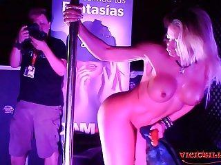 Show erotico de Eliana Silla en SEB 2017