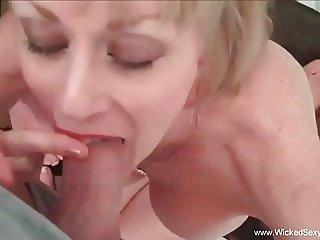 Fetish Fun With Sexy Amateur GILF