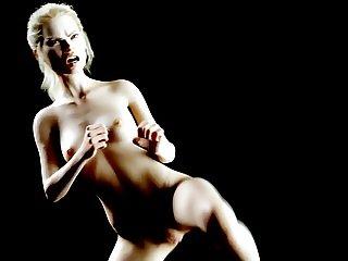 Stella Maxwell filmed practicing Kung Fu
