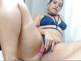 Sexy chubby latina