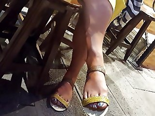 filming mature fr's hot big feets sexy blue toes