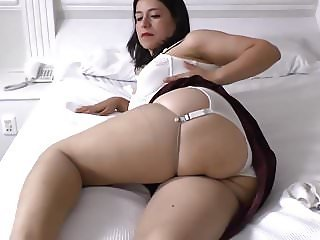 Mature mom feeding her unshaved old cunt