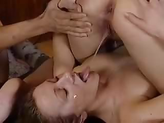 lesbo pissing