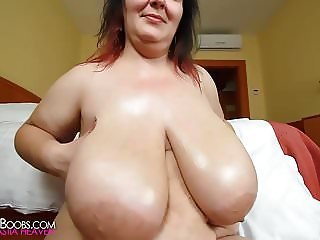amateur oils her massive natural boobs 1080p