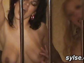 partouze lesbienne au sauna et gangbang au bureau