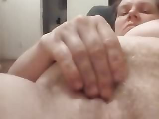 Big tits hairy white girl masrubates
