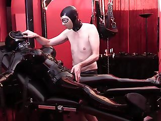 Slave fucks Sexdoll Die Gummipuppe with Strapon